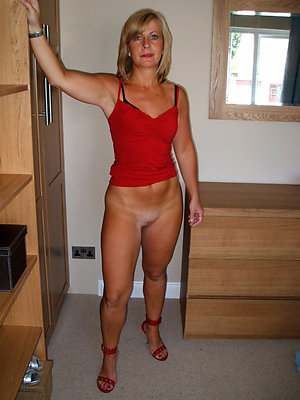 gorgeous nude amateur mature women