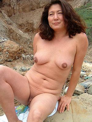naked mature asian women posing nude