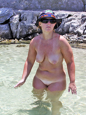 xxx mature beach photos