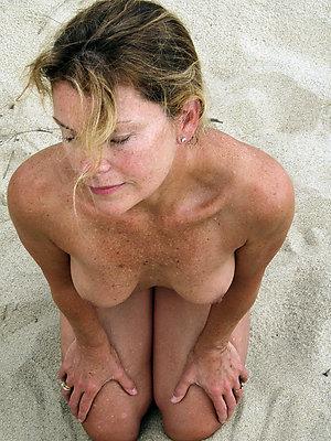 naked mature beach women pics