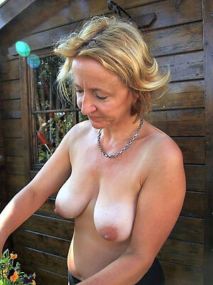 wee real old unclad women photo