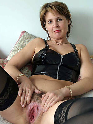 real amatuer matures displaying her pussy