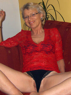 sexy hot of age with glasses posing nude