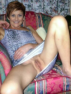 incomparable mature upskirt pussy