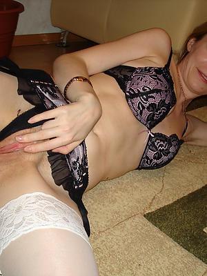 amateur mature women unfold stripped