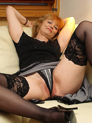 hot mature cameltoes stripped