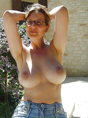 mature wifes posing bared