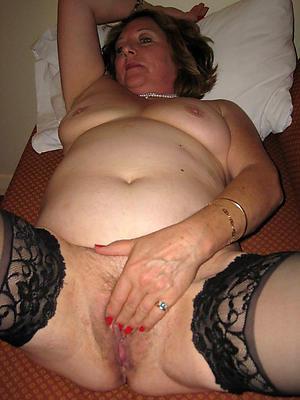 chubby mature women posing nude