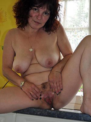 gorgeous mature masturbating