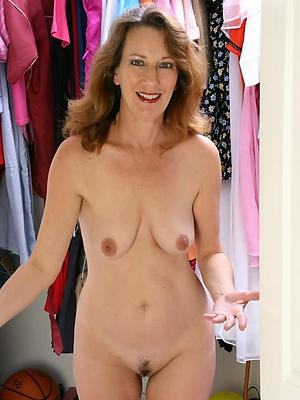 unclad mature housewife pussy