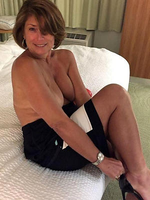 mature beauty posing nude