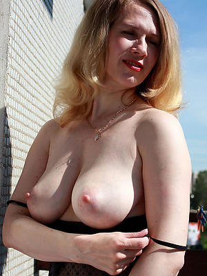 incomparable mature blonde pics