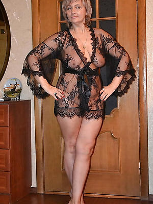 mature housewives naked