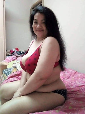 naked mature filipina posing