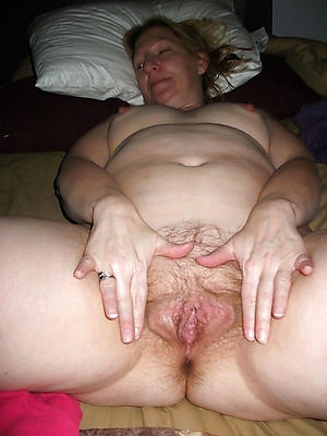 free pics of of age vulva