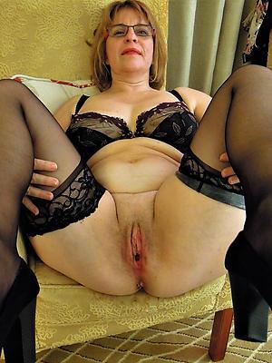 admirable mature in glasses nude pics
