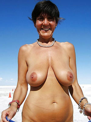 beautiful mature naked beach women