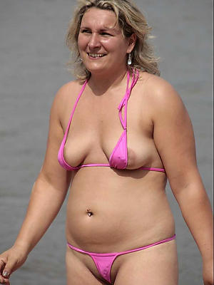 super-sexy mature woman in bikinis