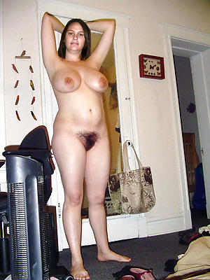 natural full-grown woman stripped