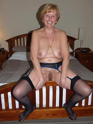 free pics of mature women in nylons