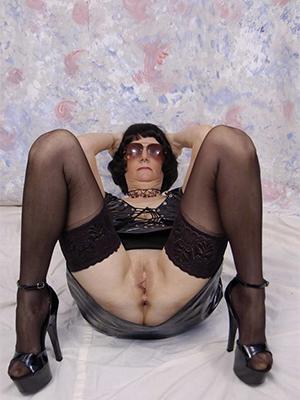 beautiful mature in heels nude pics