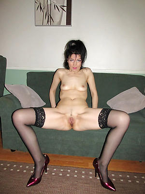 naught grown-up milf legs nude photos