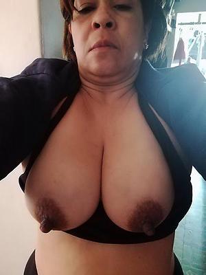 xxx unconforming mature latina pussy pics