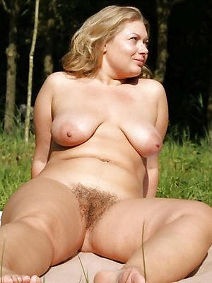 free pics of mature tits outdoors