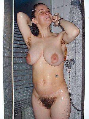 beautiful mature nude shower pics