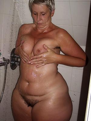 mature nude shower pics