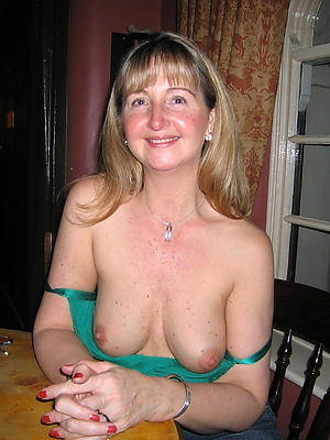 xxx free mature housewives pictures