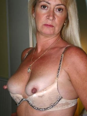 beautiful revealed milf housewives pictures