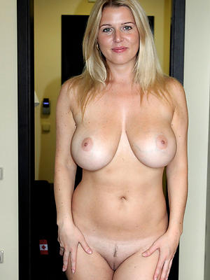 full-grown milf boobs posing mere