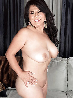 hotties mature brunette pussy pictures