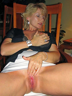 gorgeous mature nude moms porn gallery