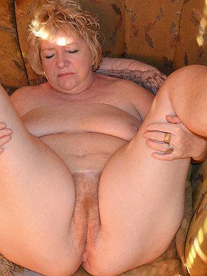 gorgeous mature female feet