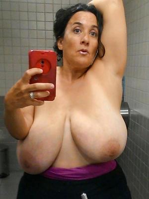 milf ichor posing nude