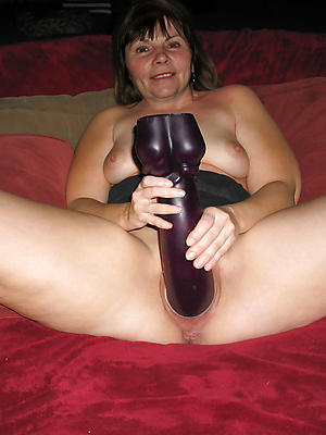 xxx free grown-up milf masturbating pic
