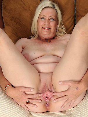 bare mature horny woman stripped
