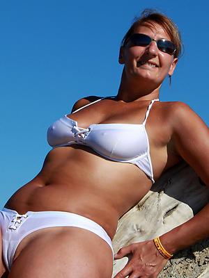 mature bikini moms porn pics