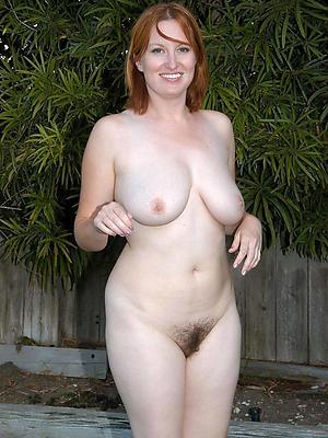 natural mature boobs posing nude