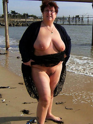 comely bare mature beach