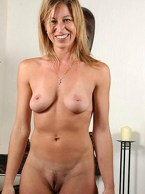 fantastic mature unpaid mom nude pics