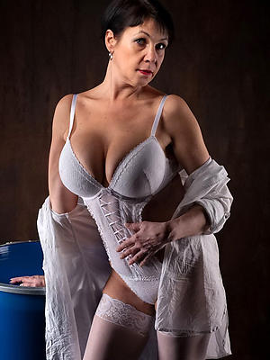 free pics of mature amateur naked women
