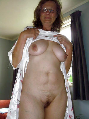mature pussy over 50 posing nude