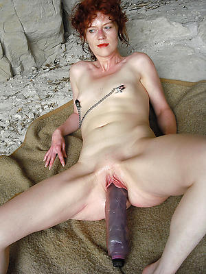 magnificent mature woman masturbating