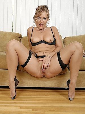 slutty mature lesbian stockings porn pics