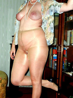 sexy mature column in nylons mere