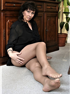 hotties grown-up woman in all directions pantyhose pics