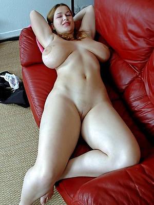 private mature posing nude
